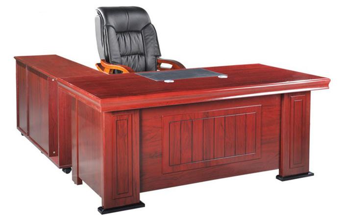 Mẫu bàn giám đốc DT1890H27 mang thiết kế truyền thống đầy sang trọng